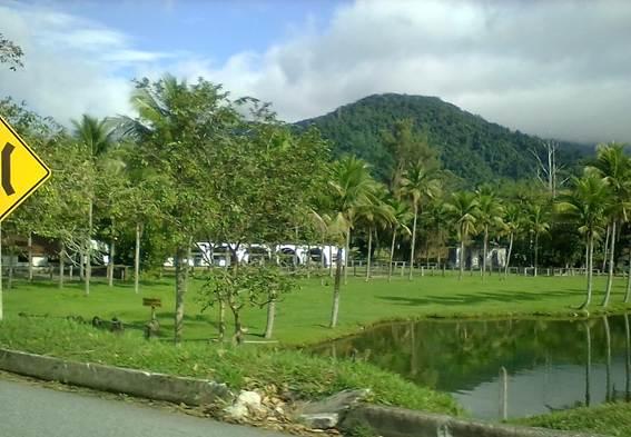 Descrição: D:\Ciep 495 (Português)\Excursão a Paraty\Fotos para o CEDERJ\18 - Vista da Fazenda Grataú